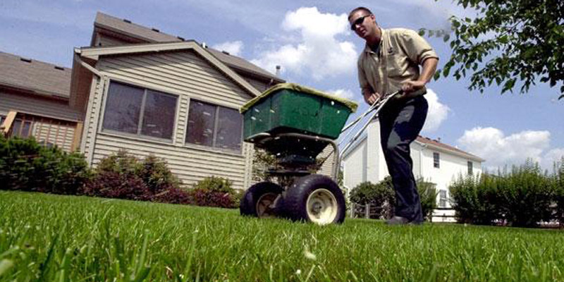 mchenry lawn fertilization services